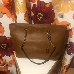 Micheal Kors Luggage Tote w/ Wallet EUC